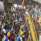 The Independence:delhi-farmer-tractor-rally-vilence-liquor-sword-police