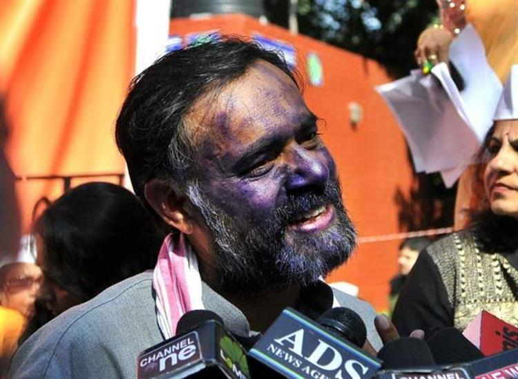 The Independence:delhi-police-register-firs-against-farmer-leaders-including-yogendra-yadav-200-rioters-detained-so-far